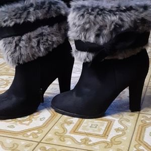 Heel boots with furr.